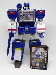 Hasbro Transformers Generations Titans Return Soundwave