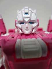 Hasbro Transformers Generations Titans Return Arcee