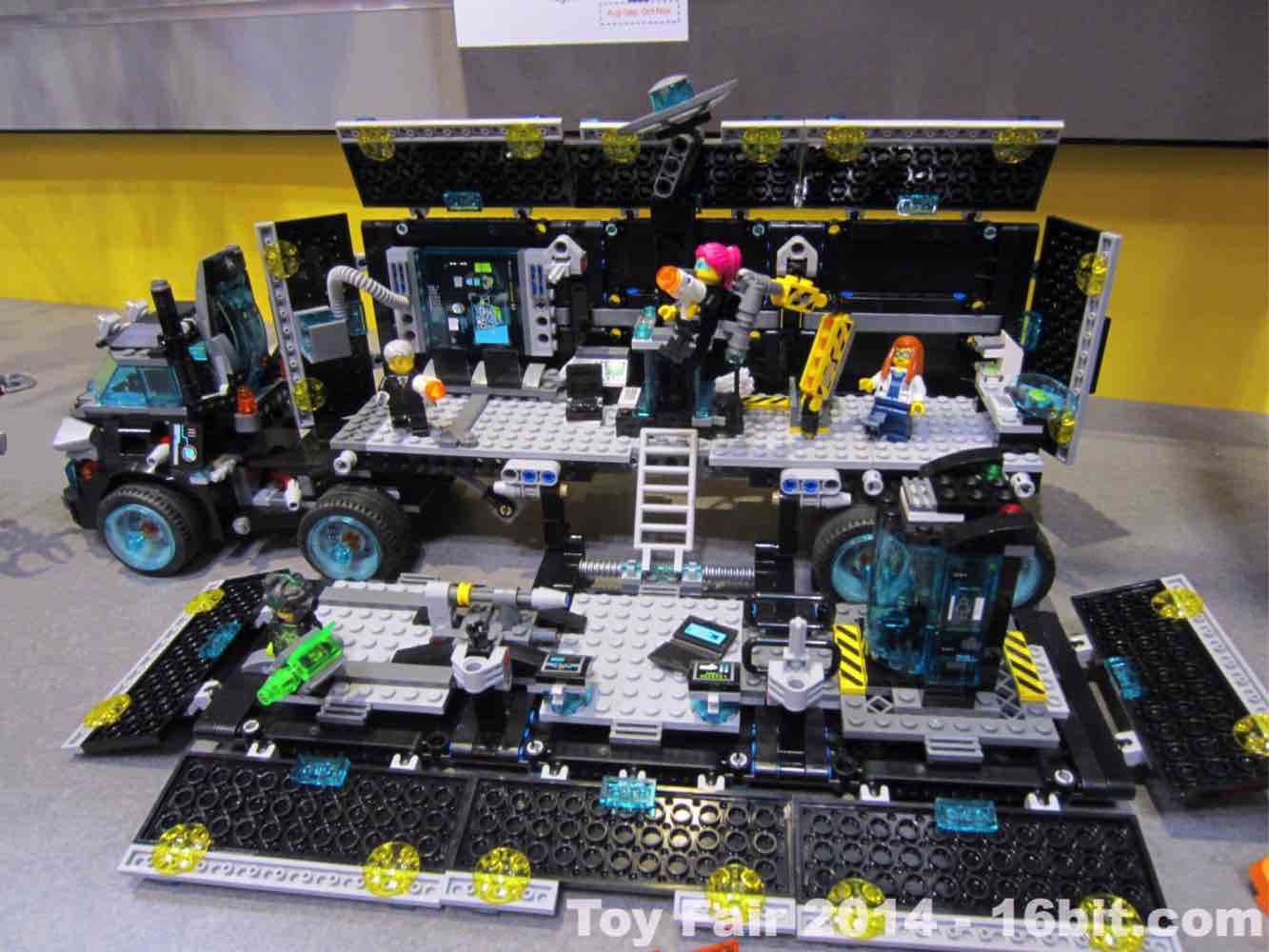 toy fair coverage of lego ultra agents from adam pawlus. Black Bedroom Furniture Sets. Home Design Ideas